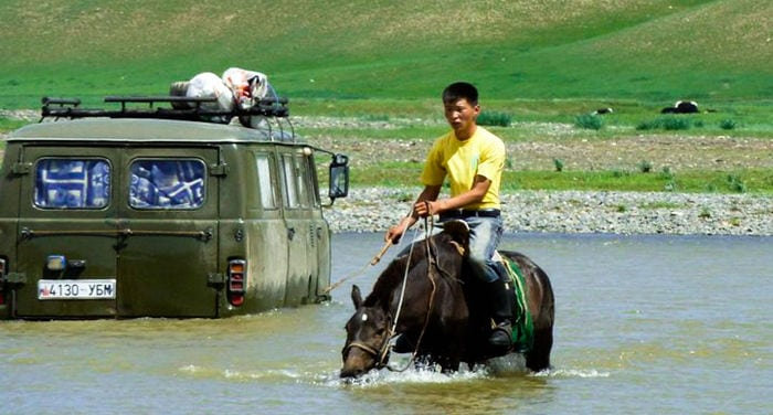 travel from Italy to Mongolia