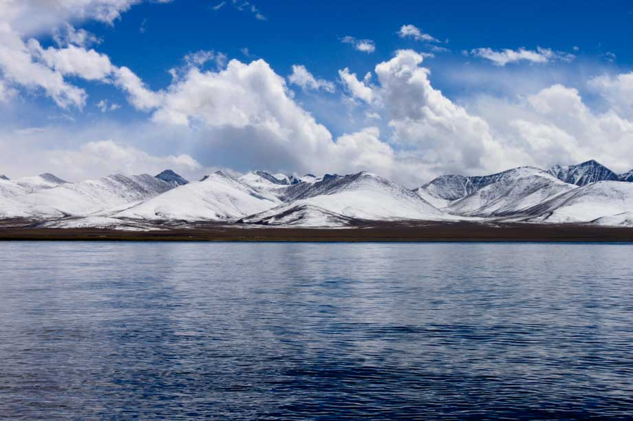 Las montañas detrás del Lago Namtso