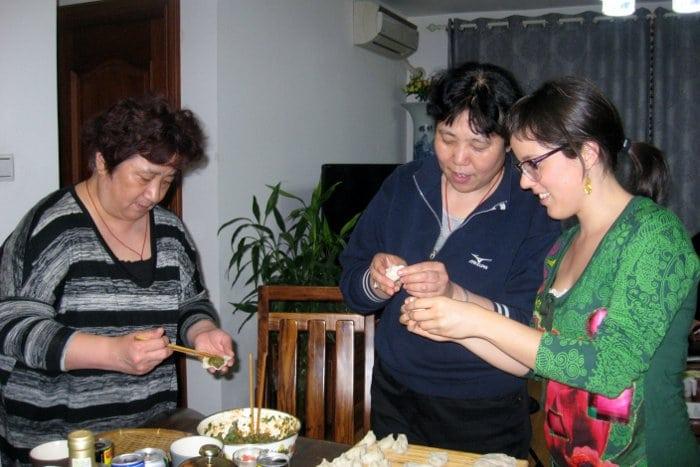 aprendiendo a hacer empanadillas chinas