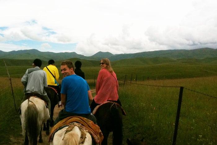 Ruta a caballo por los prados de Gansu