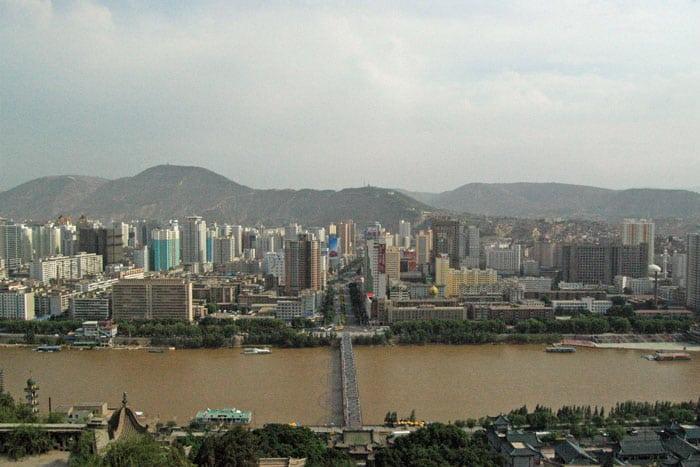Vista de Lanzhou y su río amarillo