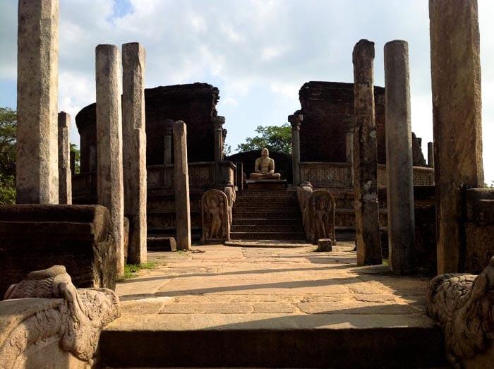 POLONNARUWA colonnato