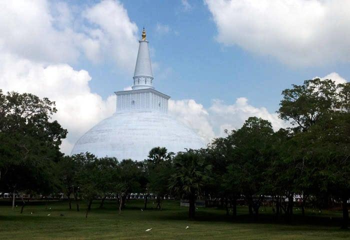 4 ANURADHAPURA tempio bianco