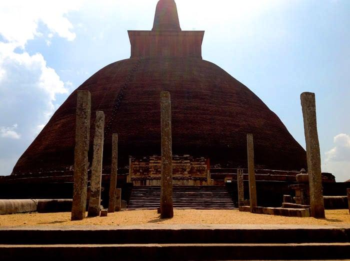 ANURADHAPURA tempio mattoni