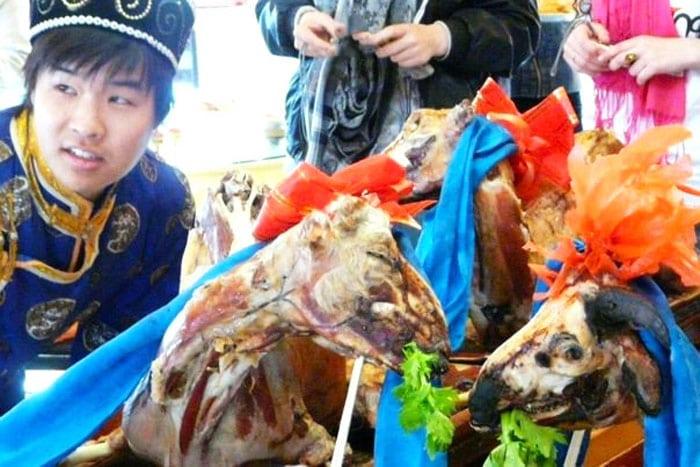 mangiare montone in Mongolia Interna
