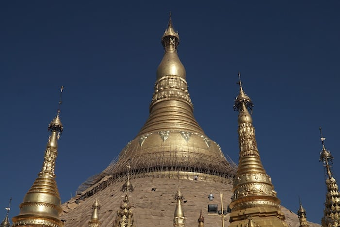 La cima della Pagoda Shwedagon a Yangon