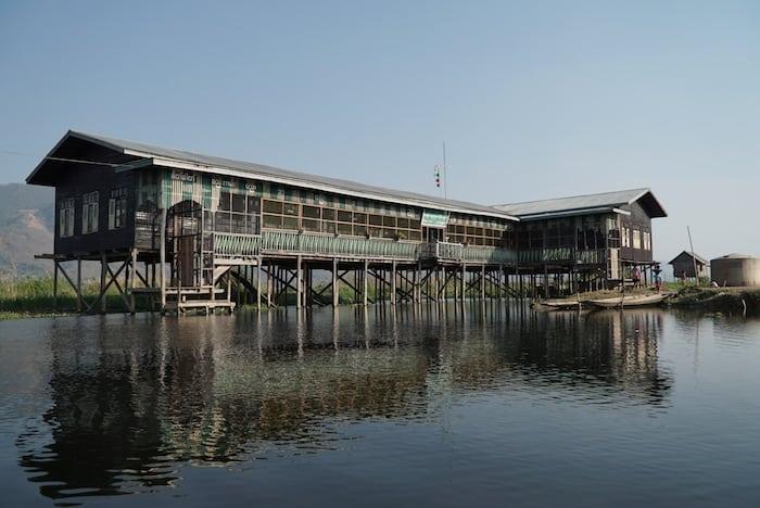 La scuola di Mang Thawk sul Lago Inle