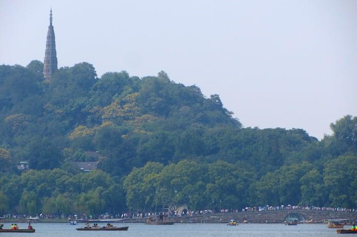 Pagoda Baoshi e Causeway Bai