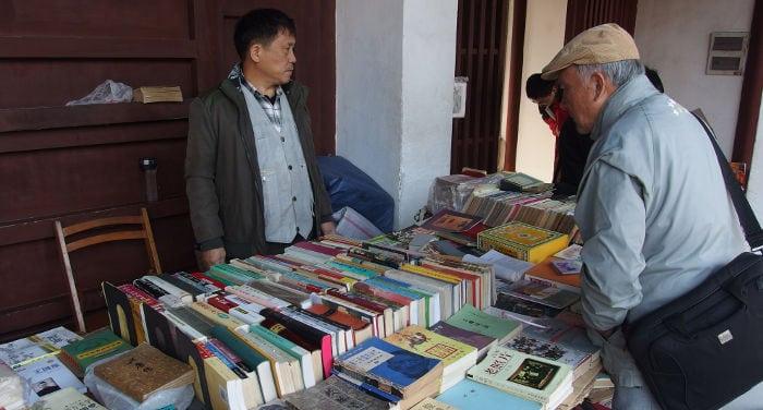Il mercato dei libri presso il tempio di Confucio a Shanghai